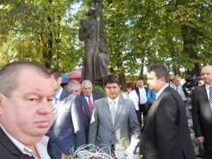 Vasile B+ócu +či delega+úia parlamentar¦â de la Bucure+čti la statuia lui Eminescu  [1024x768]