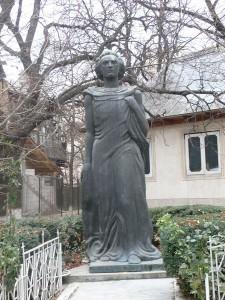 Statuia lui Mihai Eminescu, Biserica Uspenia [800x600]
