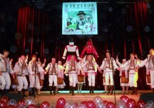Ansamblul de dansuri ,,B¦âtr+óneasca''de la +×coala din Ciudei, raionul Storojine+ú [800x600]