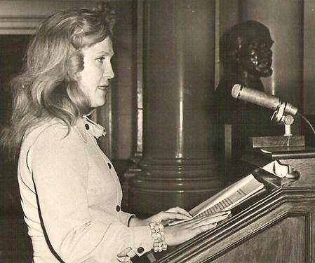 Lucia-Olaru-Nenati,susţine,comunicării,Aula-Academiei,1973,Foto,Vasile-Blendea [640x480]