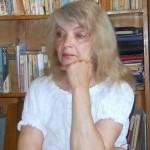 ZECE ÎNTREBĂRI PENTRU . . .  ELIZIA LEFTER