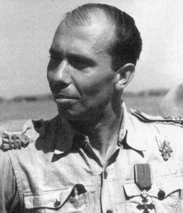 Cpt.Dan Vizanty-comandantul Gr.6, decorat cu Ord. Mihai Viteazul  [800x600]