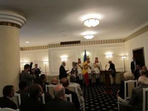 2. Lucia Olaru Nenati decorata de Presedinele Republicii Moldova  - Copie [800x600]
