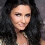 """Silvia Chifiriuc: """"Admiratorilor mei le dedic toate cântecele mele"""""""