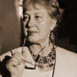 """Paula Romanescu, mamă, româncă, literată –onorantă membră a Cenaclului de la distanţă- cu """"Şi a fost Întâi Decembrie la Alba"""", antologie de poezie, reuşeşte vizionar să ne adune acasă, să fim împreună"""