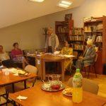 """Reluarea Cenaclului literar """"Radu Stanca"""" de la Centrul de vârstnici nr. 2 după o bine meritată vacanță de vară «A ruginit frunza din vii-noi ne întoarcem la poezii"""","""
