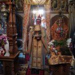 Preotul cu veșmânt pe umăr sfânt și ocrotitor, deprins cu dragoste și răbdare, ne apropie de Dumnezeu